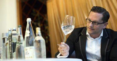 水要怎麼喝?讓侍水師 Martin Riese 告訴你