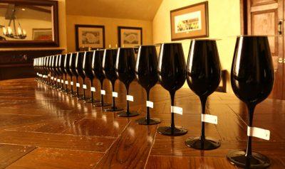 不專業也沒關係,盲品:拿掉標籤、挑戰葡萄酒的本質