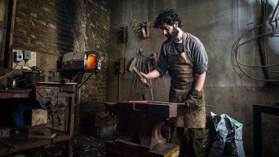 米其林主廚鍾愛的工匠手藝:一窺倫敦鐵道下的鑄刀工廠