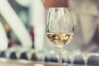你從沒想過的事,大酒杯使我們喝的更多