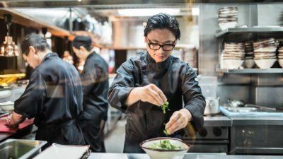 從難民到電視名廚,越南主廚阮盧克 Luke Nguyen 的故事