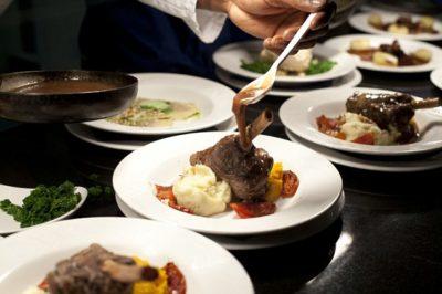 從餐飲扭轉命運:由獄友服務的高級餐廳獲選為倫敦第一